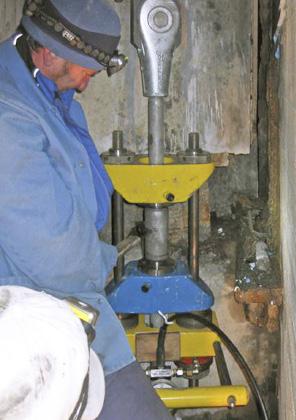 Précontraindre de barres tendues BESISTA M48 jusqu\'à 450 kN avec système de précontrainte BVS-500