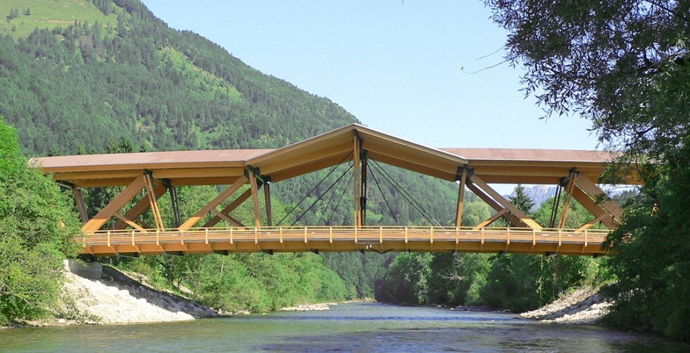 Anclajes/cabezales BESISTA para la construcción de madera del puente Kössen Austria