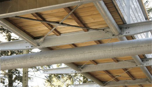 Wind bracing with BESISTA cross anchors and tension bars in steel construction