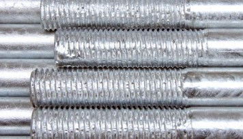 Rod threads flooded with zinc