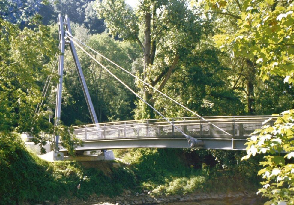 Syst�me de barres tendues BESISTA pour le pont aux pi�tons et cyclistes Passau