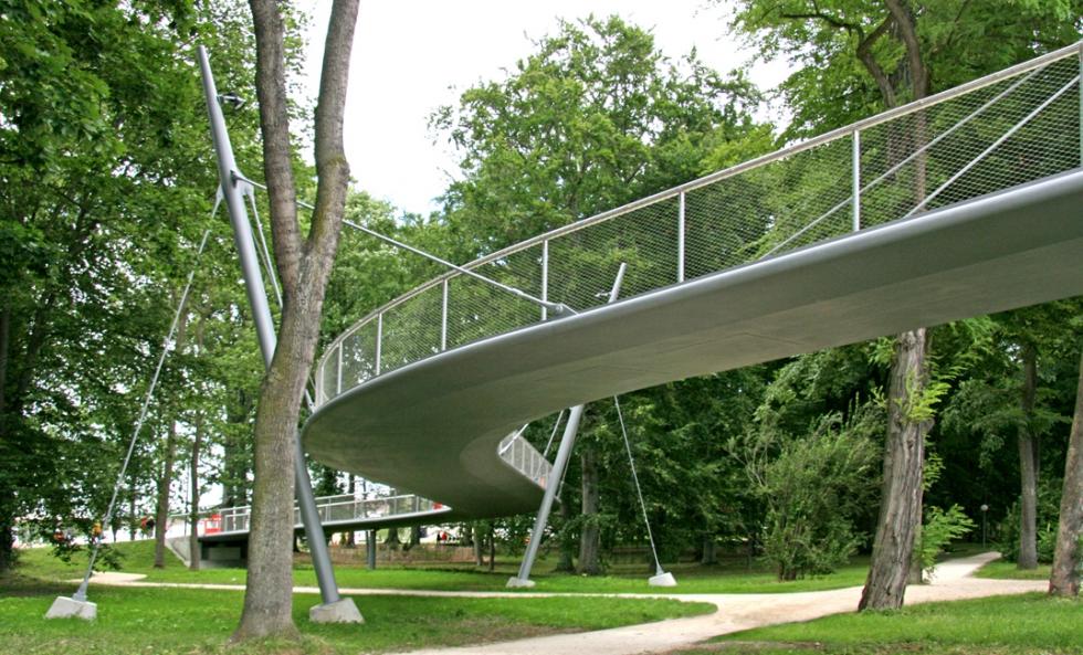 Syst�me de barres tendues BESISTA pour la construction en acier du pont LGA Neu-Ulm
