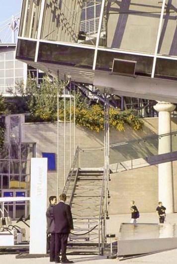 Syst�mes de tirants BESISTA pour la construction en acier pavillon Telekom EXPO Hanovre