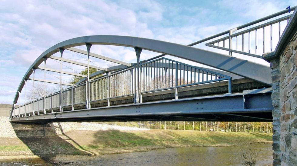 Syst�mes d\'haubanage BESISTA comme suspentes du pont d\'Amseltal Bad Neuenahr