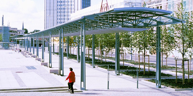 Sistemas de atirantado BESISTA para la construcci�n de acero paseo Augustusplatz Leipzig