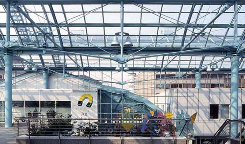 Sistemas de tirantes BESISTA para la construcci�n de acero de Rathausgalerie Essen