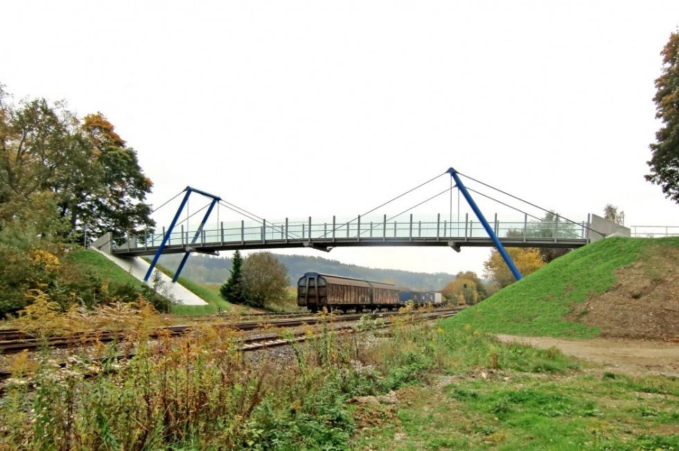 Sistemas de tirantes estructural BESISTA para el puente peatonal Ummendorf