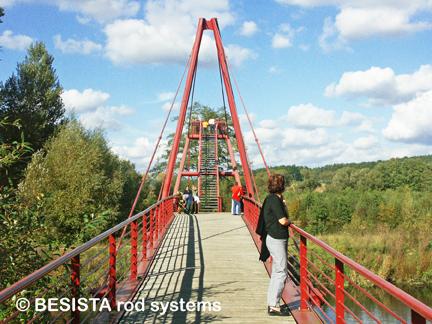 Zugstabsysteme von BESISTA für die Abspannung der Brückenebene - 482.5